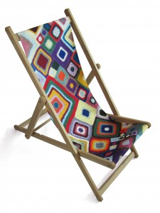 Deckchair with colourful pattern seat