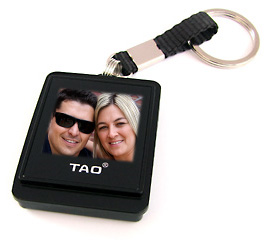 Man and woman on a digital photo keyring