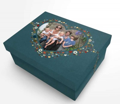 green photo box with family photo and flower design