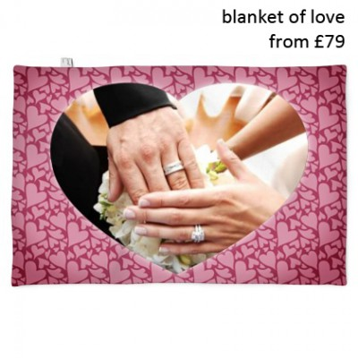 heart-blanket-wedding-picture