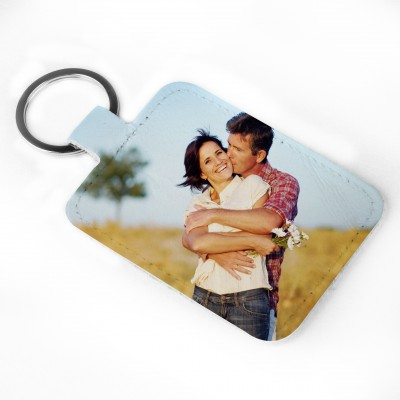 couple-hugging-leather-keyring