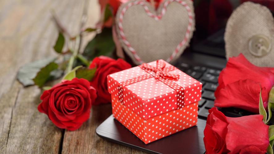 clueless boyfriends valentines day gifts banner - Gift Ideas Blog