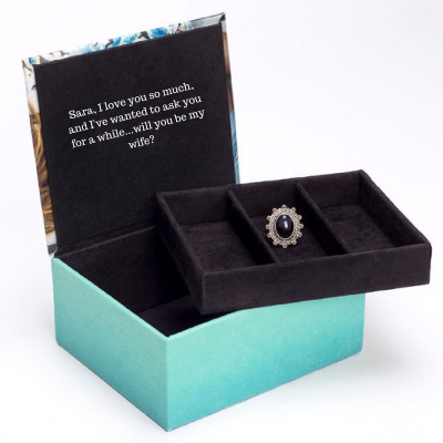 unique ways to propose with a jewellery box